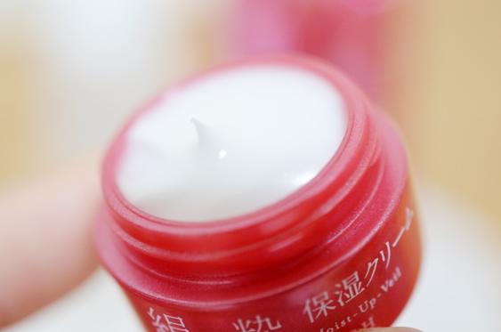 コモエースのエイジング・ライン絹麗粋は、しつこいくらい潤う!私の潤い実感ガイド