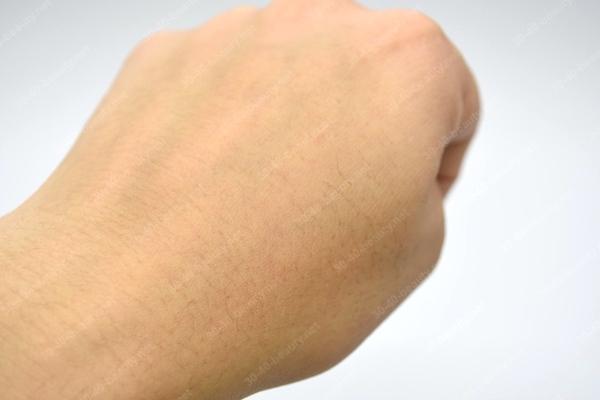 クラウンセルクリームを肌に塗ってみた
