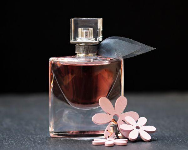 メンズ向け香水でおすすめの商品は「フェロモン系」